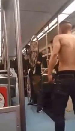 Дебошир в метро получил по заслугам