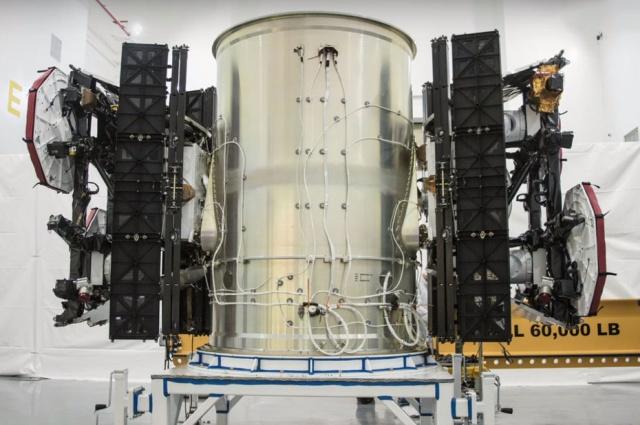 Илон Маск опубликовал снимки обтекателя Falcon, в котором находятся 60 спутников Starlink