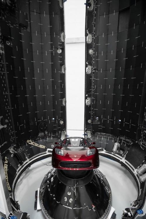 Илон Маск опубликовал снимки обтекателя Falcon, в котором находятся 60 спутников Starlink Всячина
