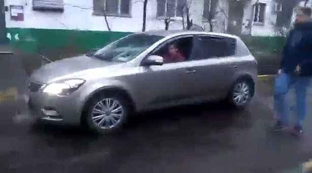 """""""Яжемать"""" за рулем и реанимобиль во дворе"""