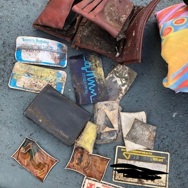 Австралийка нашла в парке кошелек, который был потерян 40 лет назад