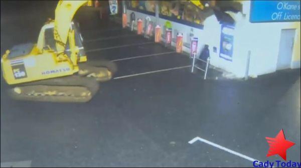 Похищение банкомата с помощью экскаватора