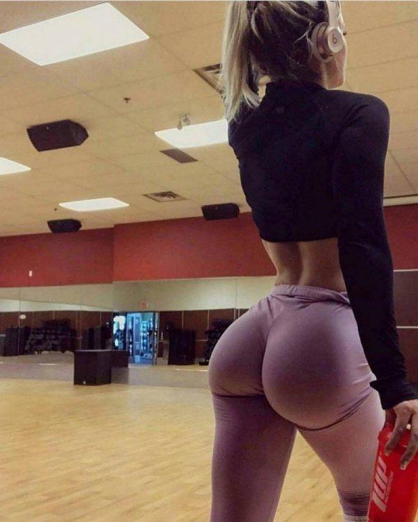Девушки в спортивных штанишках