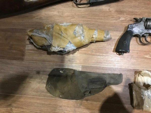Полицейские изъяли арсенал раритетного оружия у жителя Саранска