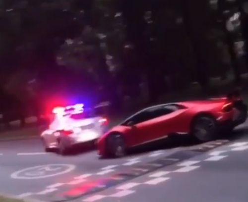 Водитель Lamborghini Huracan объехал полицейский автомобиль, чтобы не останавливаться