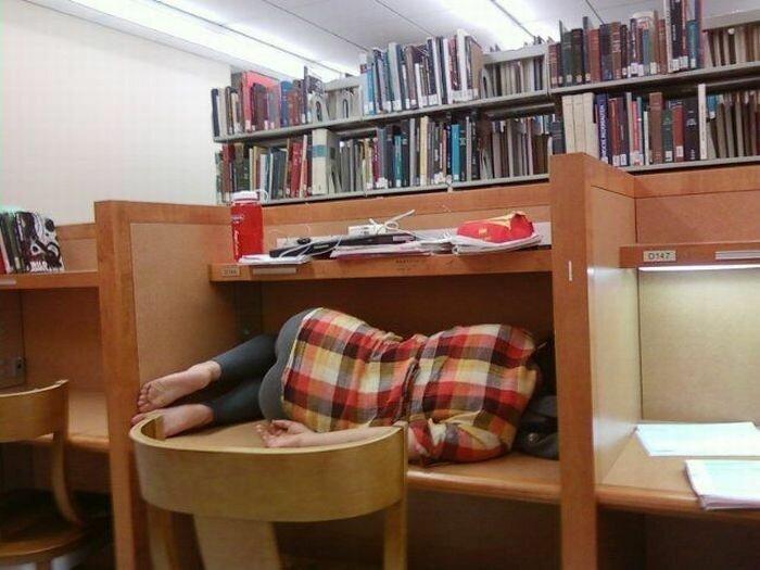 Это могло произойти только в библиотеке