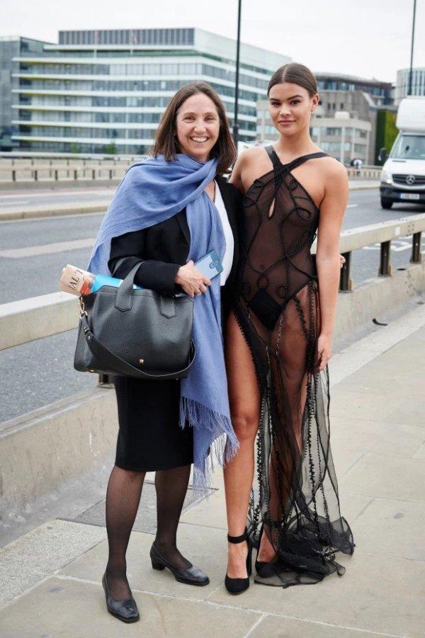 У наших подруг под прозрачным платьем 10