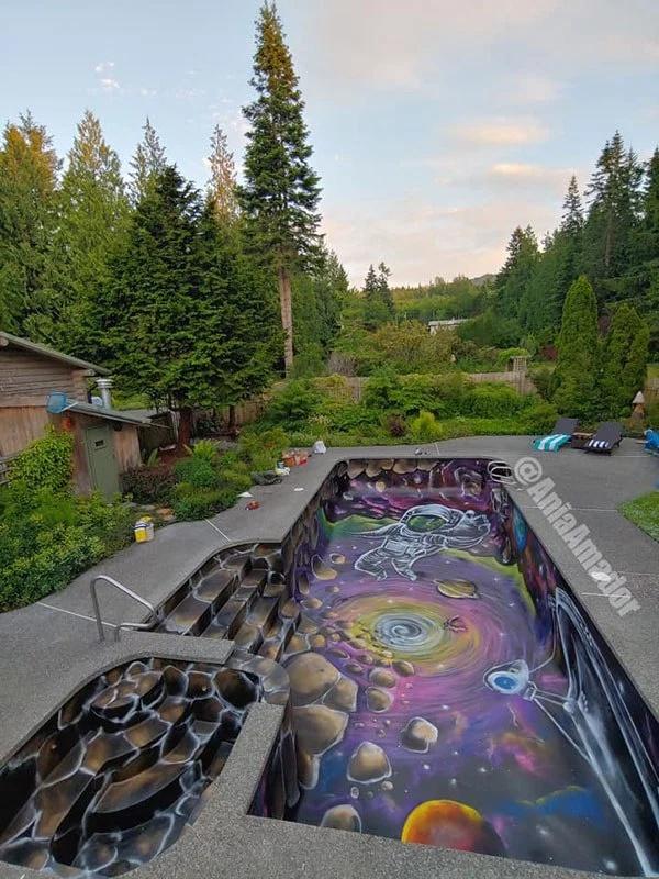 Раскрашенный бассейн