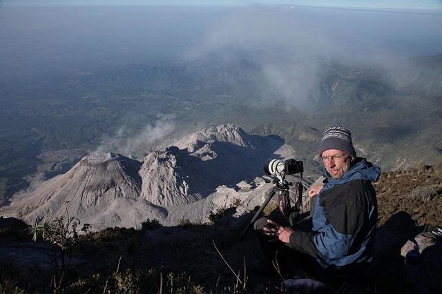 Фотограф из Германии отправился на Сахалин, чтобы заснять вулканическую молнию