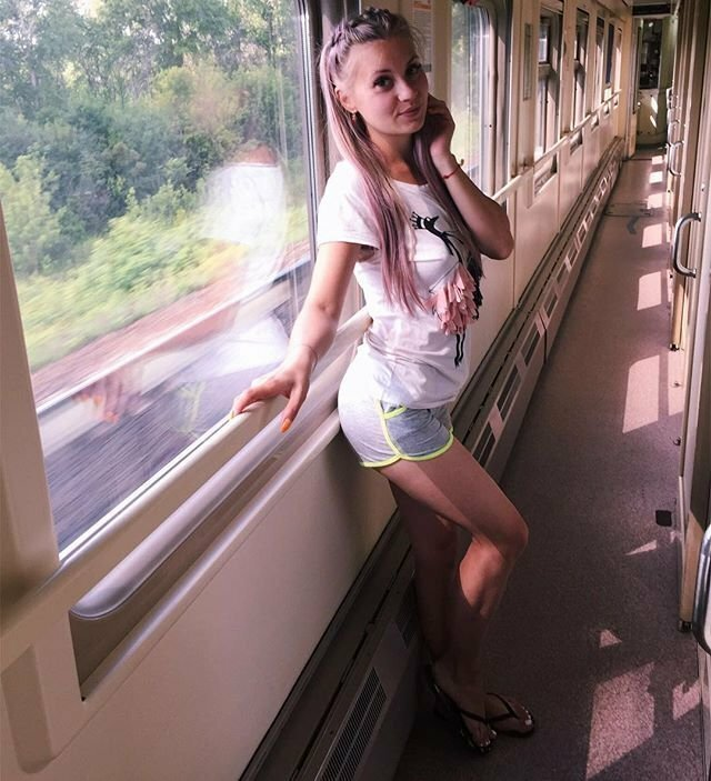 Симпатичные попутчицы в вагонах поездов Эротика