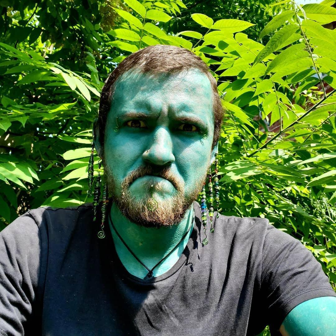 Канадец с помощью тату закрасил всё тело голубым цветом