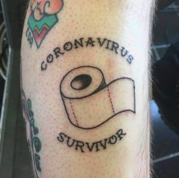 Кульминация безумия: люди стали посвящать коронавирусу татуировки