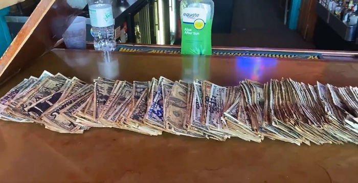 Владелец бара нашёл способ заплатить своим сотрудникам Всячина