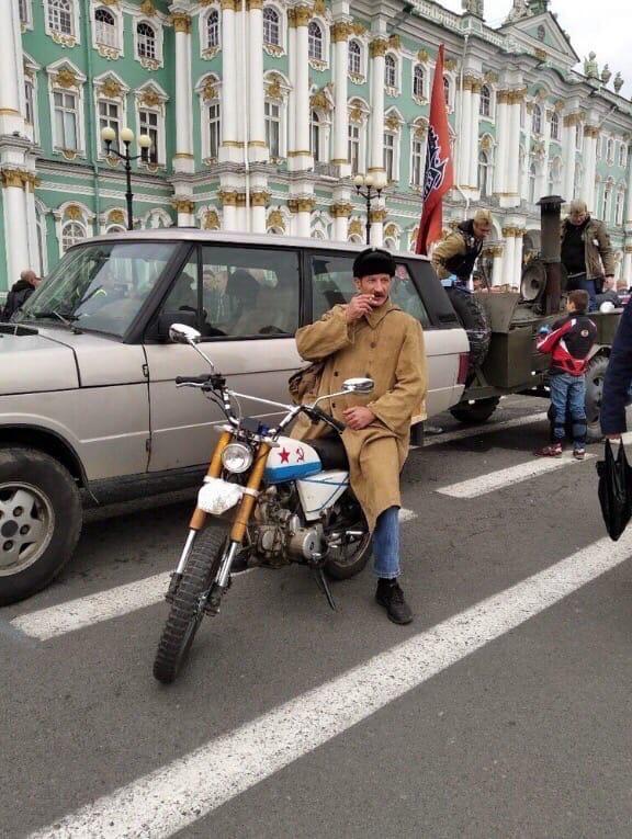 В Петербурге на слёте байкеров обнаружен почтальон Печкин Всячина
