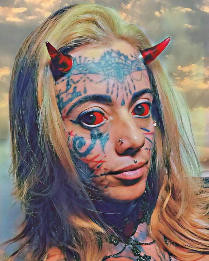 Девушка превратила себя в демоническое существо Всячина