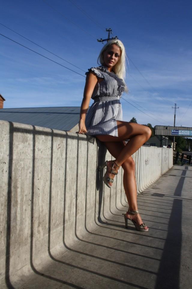 Летом и платья короче, и ноги длиннее Всячина